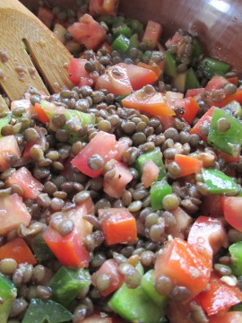lentil salad with fresh tomatoes, green peppers and spring onions