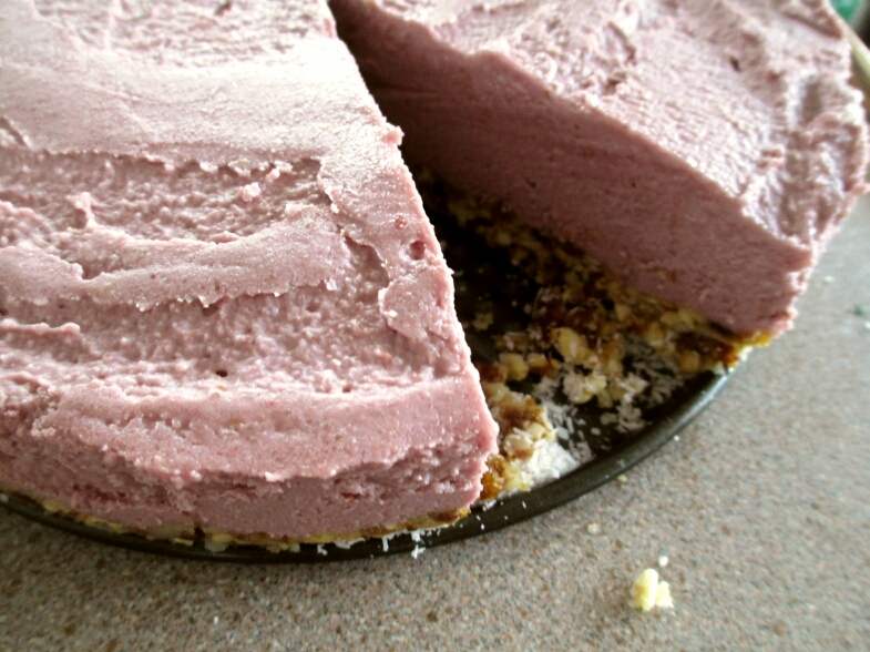 raw vegan gluten free sugar free raspberry cashew based cheesecake
