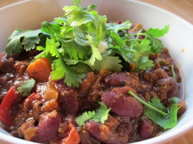 vegan chilli bowl, bean chilli with fresh cilantro, chilli sans carne