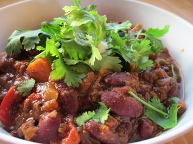 vegan chilli bowl, bean chilli with fresh cilantro, chilli sans carne